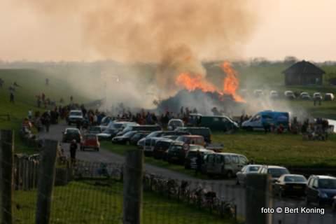 De blis werd onstoken na een minuut stilte als respect voor de dramatische gebeurtenis in Apeldoorn