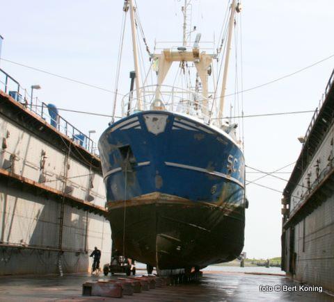 1 april j.l. werd de SC 41 van de firma Drijver uit Oosterend met motorpech vanuit de Duitse Bocht naar Oudeschild gesleept door de WR 109. Na deze onderhoudsbeurt bij Visser hoopt men spoedig de nieuwe motor in het schip te kunnen plaatsen.