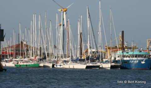 Oost van het scheepsdok vond men nog een ligplaats. De westzijde van het dok werd vrijgehouden voor de kottervloot van vrijdag.