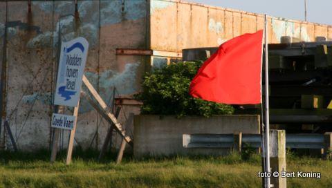 De meer dan 200 ligboxen raakte met Hemelvaartdag bezet. Voor de ingang van de jachthaven werd aan het eind van de middag de rode vlag gehesen als teken van vol. Al de andere nog binnenkomende scheepvaart week daarna uit naar de werkhaven.