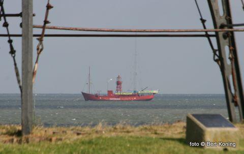 Sinds woensdagmiddag ligt op Texelstroom voor de IJzeren Kaap het lichtschip Radio Waddenzee afgemeerd. Greenpeace huurt ( met het spandoek erop: zeereservaten nu)  het van 25 juni tot 31 juli.  Vanuit de haven van Oudeschild kan men in deze periode het schip en zijn doelstellingen bezoeken met een pendeldienst.