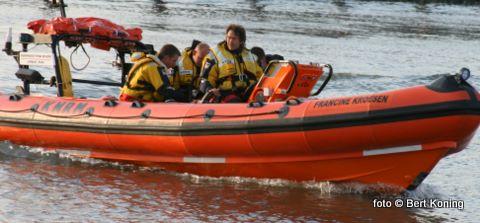 Vrijdagavond ging het alarm af voor de Francine Kroesen uit Oudeschild. Het zeiljacht Milan met 2 opvarenden had tuigageproblemen ten oosten van Oudeschild. Het jacht werd door de reddingboot veilig binnengesleept naar de Waddenhaven.