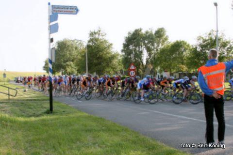 Direct vanaf de Teso-boot van 19.00 uur deed men tijdens deze eerste etappe Oudeschild aan. De tour door Noord-Holland is van 15 t/m 19 juni.