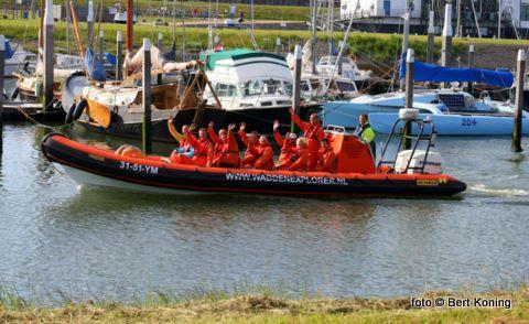 De RIB Waddenexplorer van André Rox uit Den Helder is hier inmiddels een regelmatige bezoeker. De 10 meter lange RIB, hier tijdens een rondvaart door de jachthaven, bied plaats voor maximaal 12 passagiers.