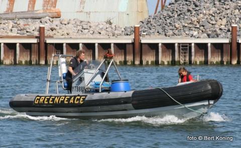 Met deze rubberboot kan men op afspraak naar het lichtschip voor de IJzeren Kaap. Op het gehuurde lichtschip van Radio Waddenzee krijgt men dan uitleg over de doelstellingen van de milieuorganisatie. Het lichtschip is op deze wijze nog tot eind juli te bezoeken.