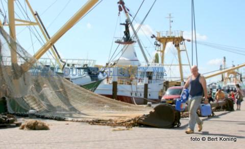 Onder een stralend zonnetje vrijdagmorgen slaat de schipper van de TX 29 weer voorraad in bij de CIV voor de komende week.