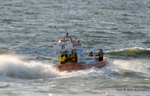 Gistermiddag kwam in het Eierlandse Gat tussen Texel en Vlieland een zoekaktie op gang naar 'een vermiste'  50-jarige kanoër. De man die onder begeleiding (!) was van de voormalige reddingboot Prins Henderik van het KNRM-museum Den Helder raakte aldaar uit het zicht. Vanaf station De Cocksdorp voer de Beursplein 5 uit. Terwijl op Vlieland zowel de whipperploeg als de reddingboot in aktie kwamen. De kanoër, die zich van geen enkele zoekaktie bewust was, werd kort daarop in goede gezondheid aan de binnenzijde van de binnenzijde van de Vliehors aangetroffen.