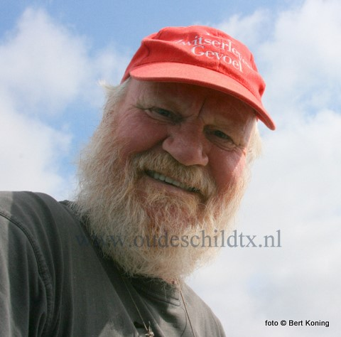 Als er een visserijfeestje te vieren is dan zijn de mannen present, zoals hier op het afgelopen HavenVIStijn. Zowel schipper Bertus Bos van de (ex) TX 37 als Arie Ellen van de TX 14 genoten zaterdag vollop.
