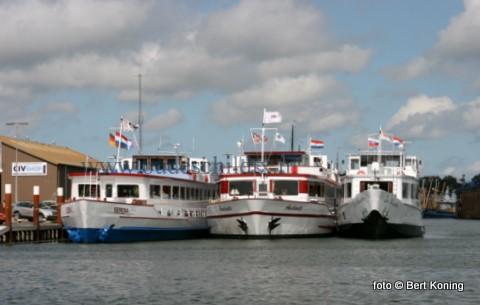 Behalve de vele recreatievaart en bruine vloot was de haven van Oudeschild deze afgelopen dagen ook in trek bij de rondvaartschepen. Dit drietal, de Serena, de Andante en de Sir Winston zijn hier inmiddels al trouwe bezoekers.