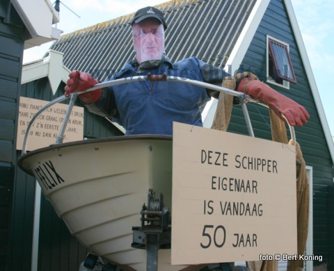 Vrijdag kon Anno zijn vijftigste verjaardag niet meer ontlopen. Zowel op de kotter als aan de Ruyterstraat stond de 'Abraham' al voor hem klaar. Anno van harte met deze mijlpaal!