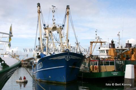 Dezer dagen lag de Grietje Bos van K. Post uit Urk in de Oudeschilder haven, in afwachting op een dokking. Bij Visser werd de voormalige TX 33 van de firma Drijver uit Oosterend o.a. gerepareerd aan de schroefbladen, de schroefas afdichting en het gebruikelijke 'knippen en scheren'. Maandagavond vertrok de Urker kotter weer naar zee.