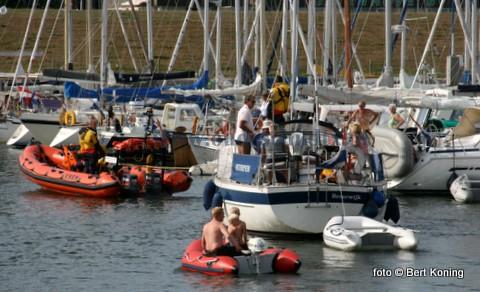 Woensdagmiddag ging het alarm af voor de bemanning van de Francine Kroese. Het Nederlandse zeiljacht Scorpion met vier opvarenden melden motorproblemen ter hoogte van de veerhaven van TESO. De zeilers waren onderweg van Vlieland naar Den Helder. Het jacht werd op sleeptouw genomen door de reddingboot van Oudeschild en veilig afgemeerd in de Waddenhaven op Texel.
