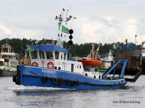Nadat eind juni nog volop gebaggert werd door de Eureka en de Zeeland is sinds deze week de Aquanaut uit Urk weer in aktie in de Oudeschilder haven.