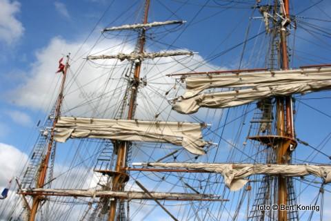 Algelopen donderdag meerde in de haven de 56 meter lange bark Europa uit Den Haag af. Deze driemaster uit 1911 bevaart met zo'n 14 bemanningsleden en maximaal 48 passagiers al de wereldzeeën. Nu was men op doorreis vanaf DelfSail 2009, wat daar met vele andere tallships de afgelopen week gevierd werd.