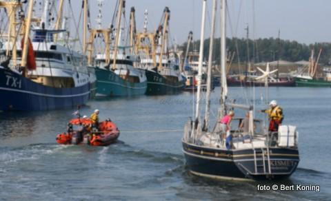 Zaterdagmiddag kwam de Francine Kroesen van station Oudeschild in aktie. Het Nederlandse zeiljacht Kismet uit Medemblik kampte met een motorstoring ter hoogte van de Texelstroom 23. De KNRM maakte een sleepverbinding en bracht het jacht met twee opvarenden veilig naar binnen, waar het afgemeerd werd in de Waddenhaven.