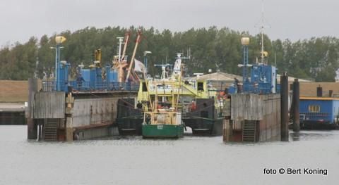 Na enkele weken van onderhoud aan de dokvloer werd deze week het scheepsdok weer in gebruik genomen. De catamaran Scheurrak van RWS en de TX 50 Deneb van Sjef Boom werden voor onderhoud drooggezet.
