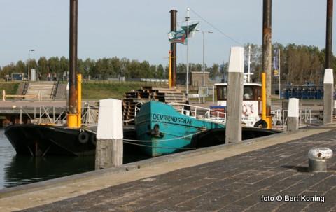 Afgelopen week keerde veerdienst van Texel met Vlielamd ook weer terug in de haven van Oudeschild. De reders Sil Boon en Janka van der Brink uit De Cocksdorp vierde dit jaar hun 25-jarig jubileum.