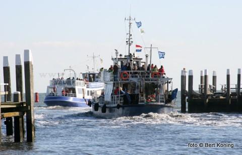 De Duitse en Nederlandse herfstvakantie, als afsluiting van het toeristenseizoen, zorgt er weer voor dat het gezellig druk is op de haven Oudeschild. Zowel de TX 44, de TX 35, de TX 10 en de TX 20 kiezen dagelijks weer het ruime sop om de vakantiegangers te informeren over de rijkdom van onze Waddenzee.