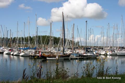 Dankzij een subsidie van Gedeputeerde Staten van Noord-Holland kunnen vaarrecreanten vanaf zee al hun ligplaats reserveren per internet in de Waddenhaven Texel. Behalve de jachthaven van Texel zullen ook Vlieland en Terschelling bij wijze van proef met een dergelijk systeem worden uitgerust.