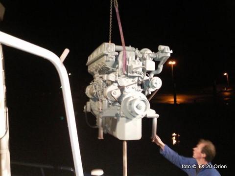 Het rondvaartschip Orion van Herman Blom en Frido Boom uit Oudeschild, met als schipper Wim Jan Boon, werd voor het eind van 2009 voorzien van een nieuwe hoofdmotor. De Mitsubisi S6B van 300 pk werd in de vroege morgen in het schip geplaatst met de hulp van de kraan van Ronald Uitgeest.