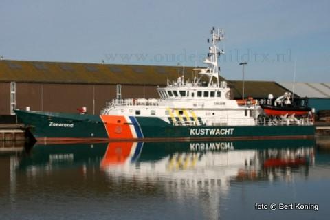 De 'Zeearend' is met zijn opvallende kustwachtkleuren een regelmatige bezoeker op Texel. Het 42 meter lange douanevaartuig werd in 2002 gebouwd bij Damen Shipyard in Gorinchem en heeft als werkgebied voor de Kustwacht de gehele Noordzee, tot 200 mijl uit de kust. De thuishaven van de 'Zeearend' is Hoek van Holland.
