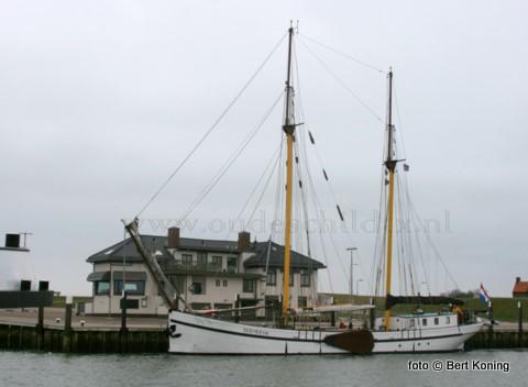 Deze week bezocht de 50 meter lange logger Zeemeeuw van Pet de Jong en Martine Schokker als éérste charter van dit jaar de haven Oudeschild. Het voormalige vrachtschip uit 1924, met als thuishaven Harlingen, bied accomaditie aanboord voor totaal 32 personen.