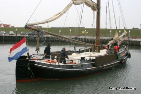 Na een afwezigheid van 8 weken keerde de ruim 100-jarige loodsbotter 'Texelstroom'  vrijdagmiddag terug in de thuishaven. De oude DAF-motor uit 1959 werd in die periode bij P.J. Brand B.V. in in Dordrecht vervangen door een nieuwe 100 pk Weichai Deutz-motor. Ook werd er een nieuwe aggregaat op het schip geplaatst.