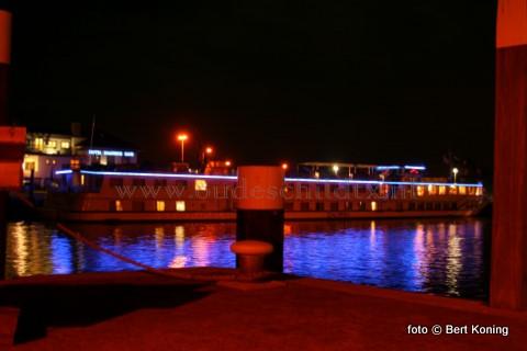 Afgelopen vrijdag meerde als eerste grote passagiersschip dit jaar de 'Calypso' af in de zuiderhaven van Oudeschild. Met zijn 75 meter lengte had het luxe schip van Feenstra Rijn Lijn bijna de volledige kadelengte nodig.