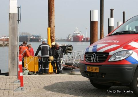 Dinsdagmiddag kwam de Texelse brandweer in aktie op de haven van Oudeschild. Een dekschuit van rederij 'De Vriendschap'van Sil Boon en Janka van den Brink uit De Cocksdorp bleek een kleine lekkage te hebben. Sil Boon riep de brandweer te hulp i.v.m. een mogelijke vervuiling van de zuiderhaven bij het leegpompen hiervan.  In april start weer de veerverbinding tussen Texel en Vlieland.