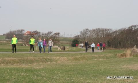 Op Tweede Paasdag beleefde de jubilerende wandelvereniging Het Gouden Boltje en record aantal deelnemers. De 20-ste editie van de lammetjeswandeltocht, die voor een deel over het Hoge Berggebied van Texel ging, trok dit jaar onder schitterde weersomstandigheden 785 deelnemers. In 200g waren dit er 680.