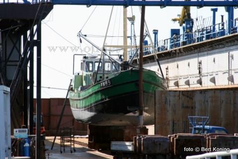 Na de Zandexpress werd afgelopen een van de oudeste schepen van de Texelse vloot voor onderhoud droogezet in het scheepsdok van Oudeschild. Het 26 meter lange mosselschip 'Nooit Volmaakt' uit 1906 van Dirk Slik uit Oudeschild onderging de jaarlijkse 'knip-en scheerbeurt.