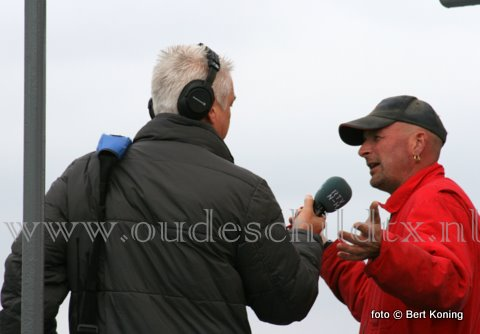Maandag zond Radio Noord-Holland live uit vanaf de markt in Den Burg. Een verslaggever ging ook op locatie over Texel en bezocht ondermeer Oudeschild. Na een ritje met de Tuk Tuk van Anita Huisman gin hij aanboord van de TX 10 'Emmie'. Waar hij live sprak met schipper Frido Boom over de toeristenvaart op eiland. Waar ooit binnen de familie opa Jan Boom mee begon.