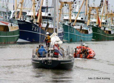 Zondagavond rond 18.00 uur kwam de Francine Kroessen van station Oudeschild in actie voor het zeiljacht Blue Oyster met motorpech. Het Nederlandse zeiljacht uit Warns was met twee opvarenden onderweg van IJmuiden naar Oudeschild toen het op de Texelstoom motorpech had. Voor de KNRM betekende het binnenslepen een snelle hulpverlening daar het jacht zich vlak voor de haven bevond. Door de reddingboot werd het op sleep veilig afgemeerd in de Waddenhaven Texel.