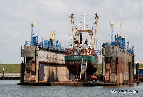 Deze week lag de de WR 20 in dok bij Visser op Oudeschild. De 24 meter lange 'Elisabeth' van de fam. P. Broekdijk & Zonen uit Den Oever kwam naar Texel voor de jaarlijkse onderhoudsbeurt: 'knippen en scheren '. Woensdag verliet men weer het dok.
