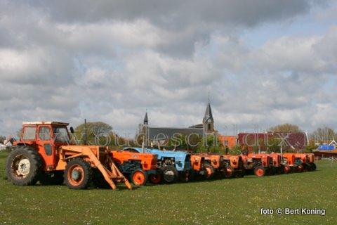 Komend Pinksterweekeinde heeft de OTMV Texel weer zij trekkertrekwedstrijden op Texel. Totaal worden er het komende weekeinde bij dit evenement aan de Pontweg nabij De Koog zo'n driehonderd oude tractoren, (vracht)auto's en brommers op het eiland verwacht. Aan de redoute bij Oudeschilld wordt hiervoor al volop promotie voor gemaakt.