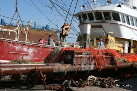 Nadat de TX 68  'Vertrouwen' van de firma van der Vis & Daalder uit Oosterend in mei 2009 succesvol overging op de pulsvisserij, was het de afgelopen twee weken tijd voor onderhoud. De tuigen gingen van boord en men ging in dok bij Visser - Texel. Daar onderging men de gebruikelijke 'knip- en scheerbeurt, werd de haklager vernieuwd en werden de koperanodes in de koelbunnen vervangen. Na de schilderbeurt gingen de tuigen weer aanboord en is men inmiddels weer bedrijfsklaar.