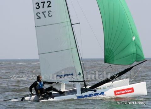 De 33 ste Ronde om Texel werd zaterdagmorgen door de slechte weersomstandigheden afgelast. Met de verwachte noordwester van windkracht 6, met uitschieteres naar mogelijk 7 in de loop van de middag, heeft de wedstrijdleiding om veiligheidsreden besloten het grootste catamaranevenement ter wereld af te lasten.