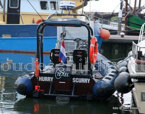 In de nacht van zaterdag op zondag had de RIB 'Hurry Scurry'  van Texel de pech een boei te missen in het Amsteldiep. De RIB met twee opvarenden kwam bij het afgaand tij er vast te zitten. De bemanning van de reddingboot 'Johanna Margarreta' van station Den Oever kon door de droogte weinig voor hun betekenen, en voorzag hun van warmtedekens en water op de vloed er af te wachten. Op eigen kracht kwam men rond 05.30 uur los, waarna men na een lange nacht weer op eigen kracht naar de thuishaven Oudeschild vertrok.