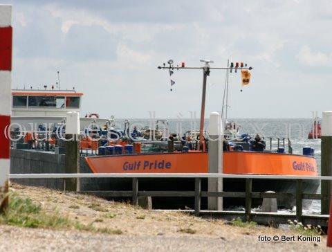 Maandagmiddag arriveerde in de haven van Oudeschild de Gulf Pride uit Den Helder voor de bevoorrading van de CIV Texel. Het 86 meter lange schip uit 2002 bezorgde voor de Texelse vloot zo'n 1749 ton verse gasolie.