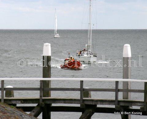 Donderdagmiddag melde het Nederlandse zeiljacht 'Luwte' uit Harderwijk motorproblemen voor de haven van Oudeschild. Het 10 meter lange jacht met vier opvarenden werd op sleeptouw genomenen door de reddingboot 'Francine Kroesen'. Warna in de werkhaven van Oudeschild het brandstofprobleem werd verholpen.