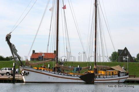 Sinds mei van dit jaar zijn diverse charters, die ook regelmatig Oudeschild bezoeken, live te volgen op de Waddenzee of het IJsselmeer. Zo ook de 40 meter lange zeilklipper 'Succes'  uit Enkhuizen. Welke het afgelopen weekeinde in de zuiderhaven lag. Bij de links op deze site staan de webcams van deze charters.