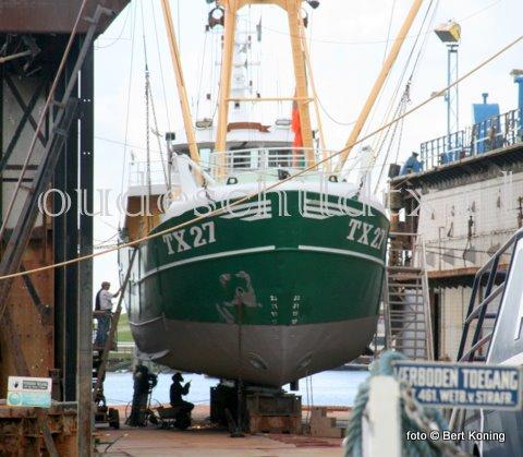 Deze  week werd de eurokotter TX 27 drooggezet bij Visser op Oudeschild. De 'Nova Cura' van de familie Hutjes kwam er droog voor een en knip-en scheerbeurt en een SI-controle. Woensdagmorgen verliet men weer het dok.