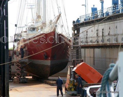 Begin deze week werd bij de werf van Visser op Oudeschild de 23 meter lange 'Eldorado' drooggezet. Het zeilschip, de voormalige Belgische kotter Z123, kwam naar Texel voor een knip- en scheerbeurt en een reparatie aan de schroef en verschansing.