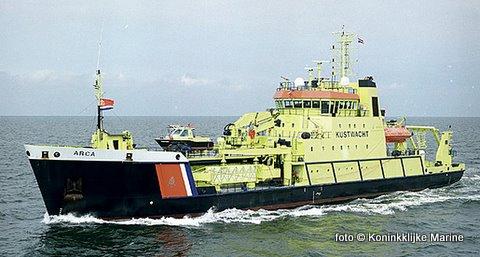 Op 29 februari 1988 verging zuidwesterlijk van Texel, op zo'n 30 kilometer uit de kust van Camperduin, het voormalige Zweedse 19.000 ton metende Ro-Ro schip 'Vinca Gorthon' Dit 166 meter lange schip uit 1987(!) verging op zo'n 16 mijl ten westen van Camperduin door een schuivende lading rollen papier en tanktrailers in de scheepvaarroute. Het schip zonk toen bovenop een (nog ingebruikzijde) pijpleiding. Het wrak wordt al sinds enige tijd geborgen door het Amerikaanse bedrijf Titan Salvage. Die in opdracht van RWS de ruiming voor 1 november dit jaar, voor zo'n 22 miljoen euro, voltooid moet hebben. Hierbij is deze week een onbekende hoeveelheid olie vrijgekomen, welke deze week door het Kustwachtschip 'Arca' ten westen - en noordwesten Texel geruimd wordt.